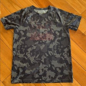 Boys youth XL loose fit Under Armour shirt